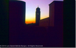 Torre de la Universidad de Puerto Rico, Recinto de Río Piedras, al atardecer. © Luis Daniel Beltrán-Burgos. Derechos reservados.